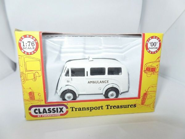Classix EM76606 1/76 OO Scale Morris J Van Estate Ambulance